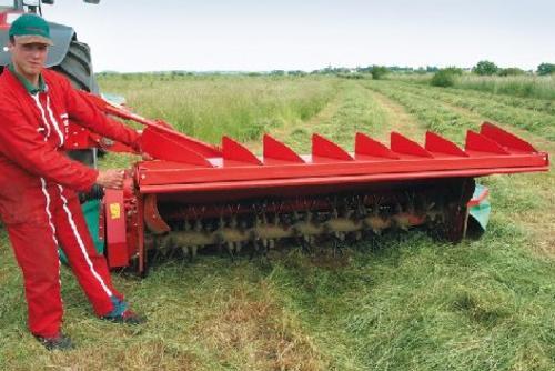 легкий переход от валкообразования к системе укладки травы в расстил