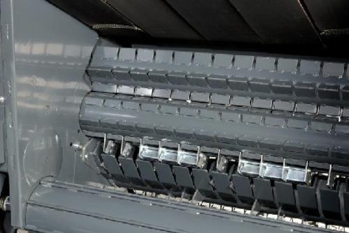 Два передних ролика с самоочищающимися скребками предназначены для отличной работы с силосом