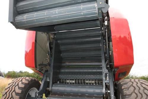 Kverneland 6335 оснащен 17 сверхмощными роликами.